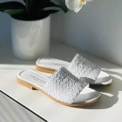 Les sublimes mules en cuir blanc Pons Quintana  • • • • • #mules#sandales#claquettes#cuir#blanc#tendance#tendance2021#hautdegamme#scarpe#chaussuresfemme#été  www.scarpe-chaussures.com