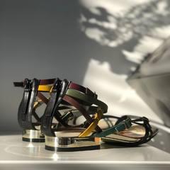 Sandale en cuir de chez United Nude • • • • • #sandales#sandale#cuir#femme#tendance#hautdegamme#été#femme#chaussuresfemme#chaussures#shooting#vannes